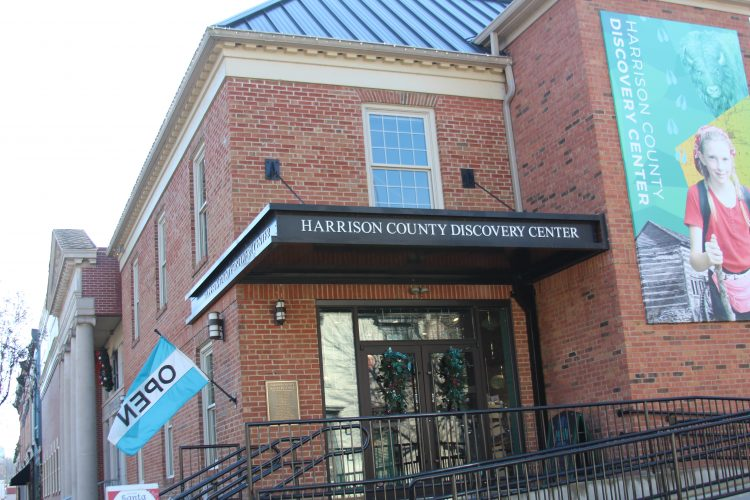 Discovery Center to exhibit military memorial