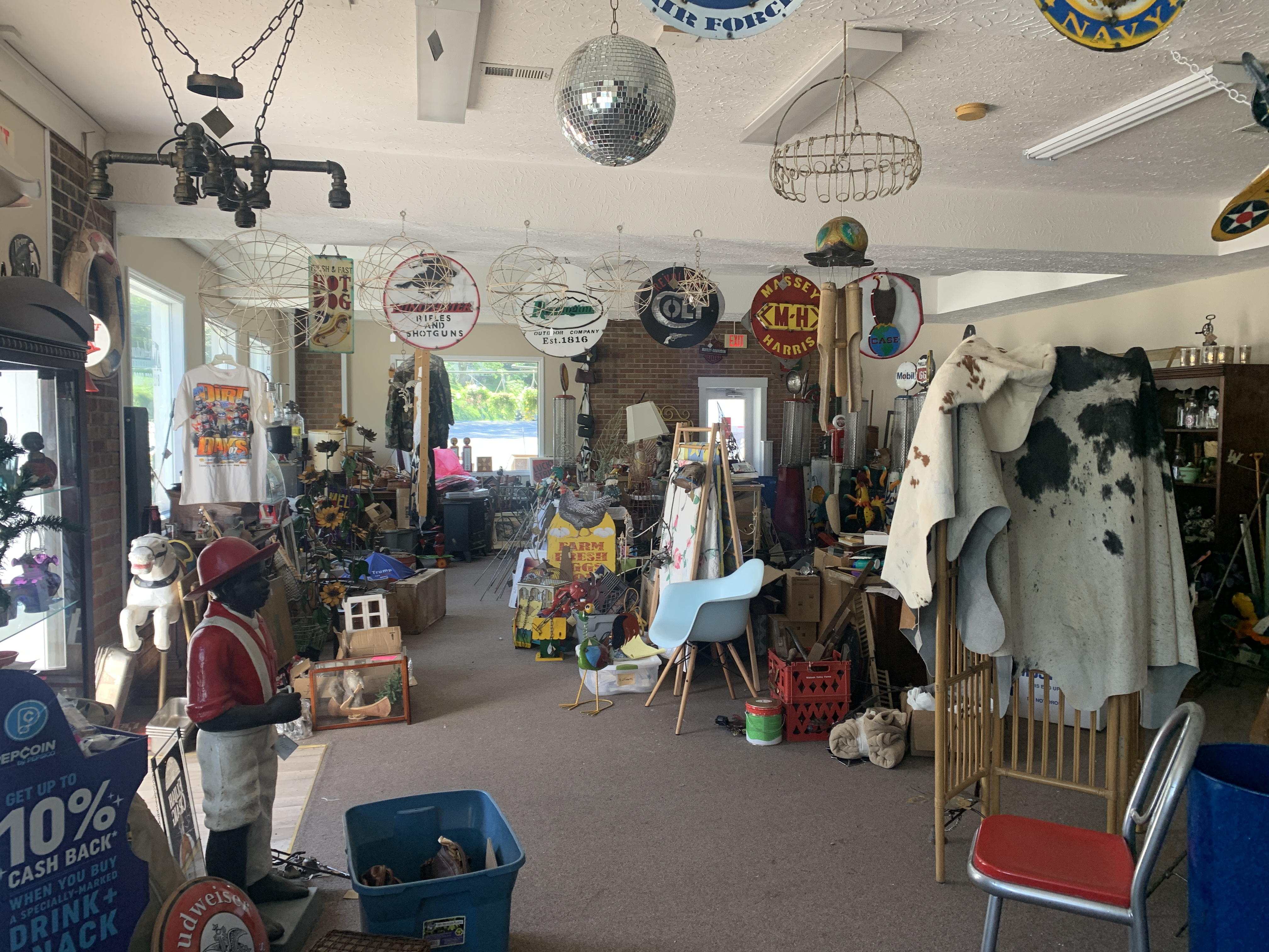 Pickin' & Grinnin' offers antiques, more