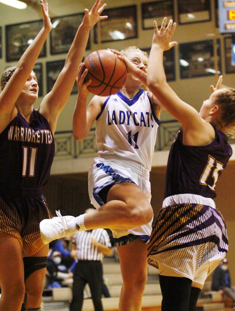 Saunders' 36 rescues Lady Cats