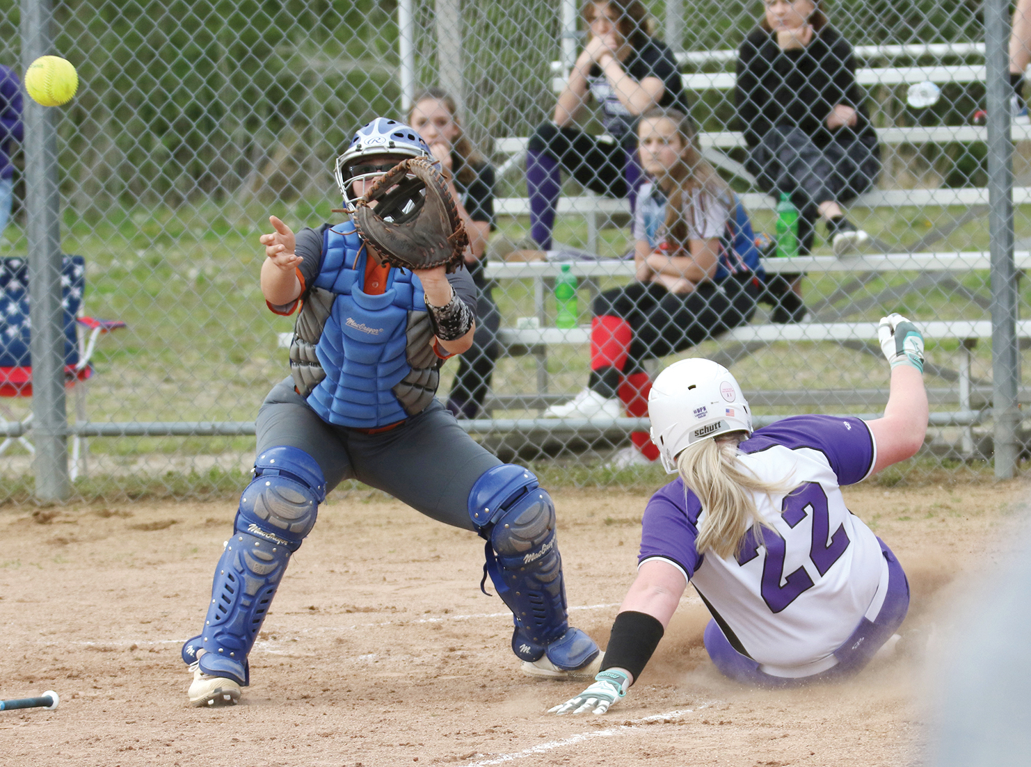 Lady Eagles roll past Crawford
