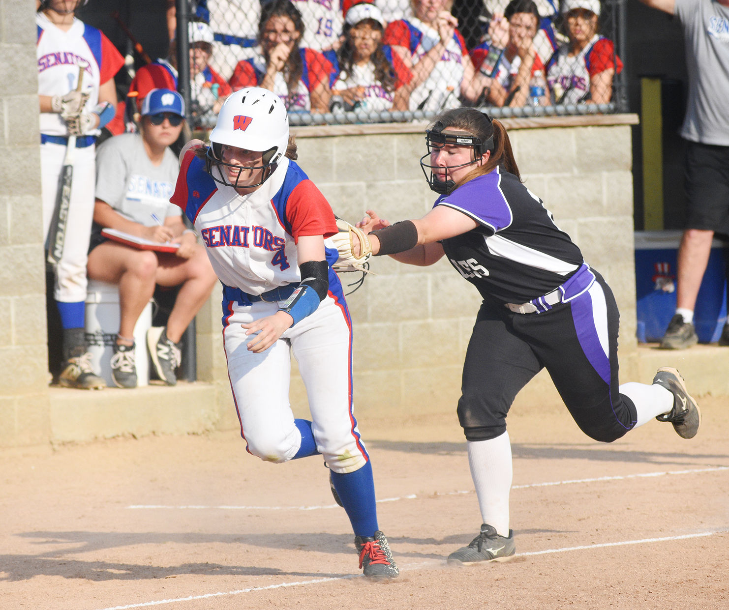 Ables stymies Lady Eagles