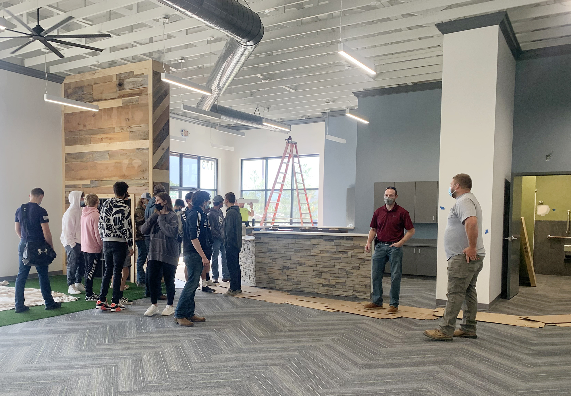 Students get inside look at construction project